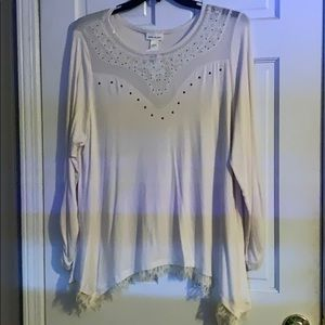 Off white shirt with lace top and design